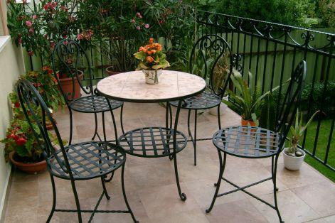 Asztalok, székek